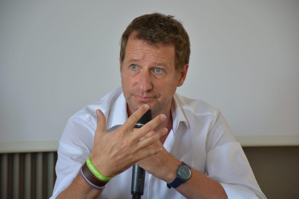 Contacter Yannick Jadot : toutes les coordonnées du député et militant écologiste